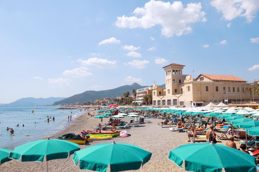Hotel 2 stelle a loano con spiaggia e bagni convenzionati